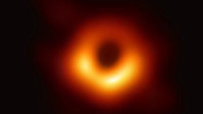 Herramientas interactivas para el estudio de los agujeros negros y la teoría de la relatividad